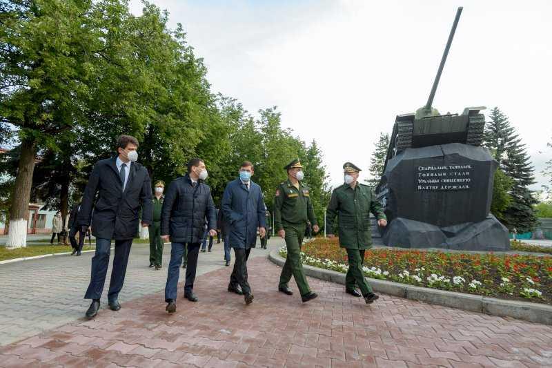В Екатеринбурге открыли мемориал памяти погибших уралмашевцев