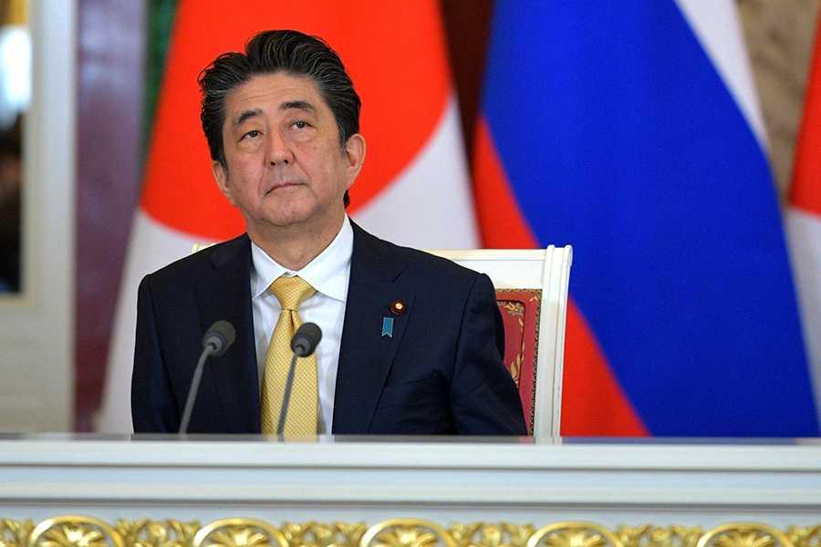 Премьера Японии не будет на параде Победы в Москве