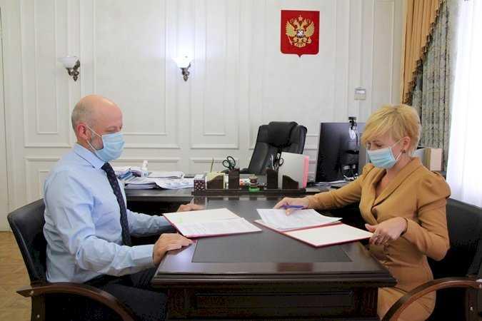 Челябинский облизбирком подписал соглашение с региональным омбудсменом