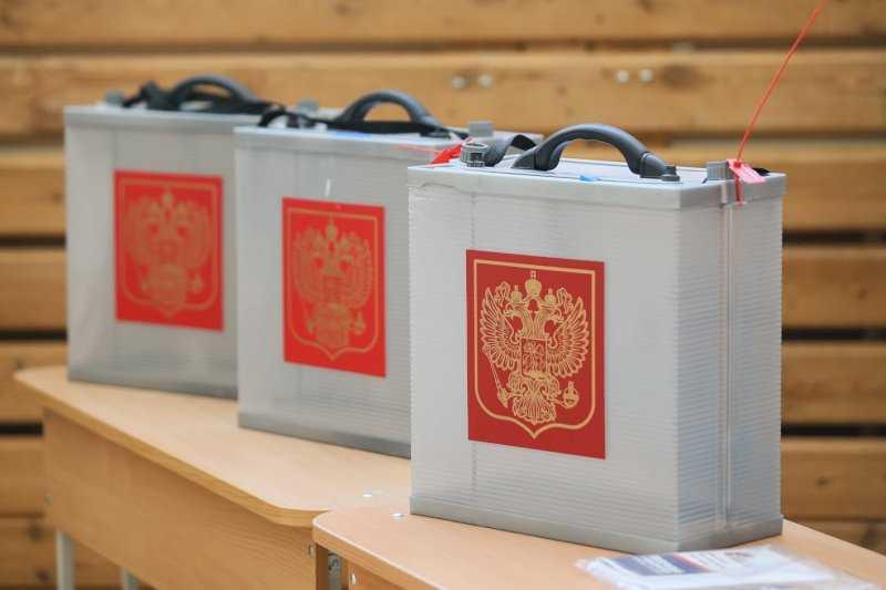 В Екатеринбурге VIP-персоны начали голосовать по Конституции
