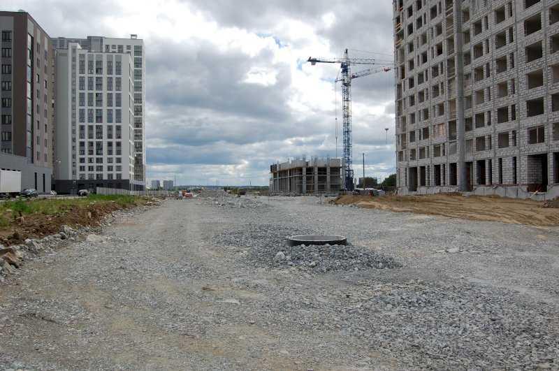 Стройка в разгаре: в екатеринбургском Академическом прокладывают новые дороги