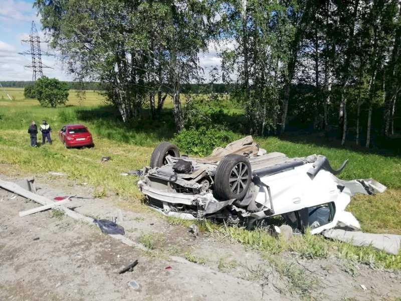 В ДТП на трассе Екатеринбург – Тюмень погиб человек, еще четверо пострадали