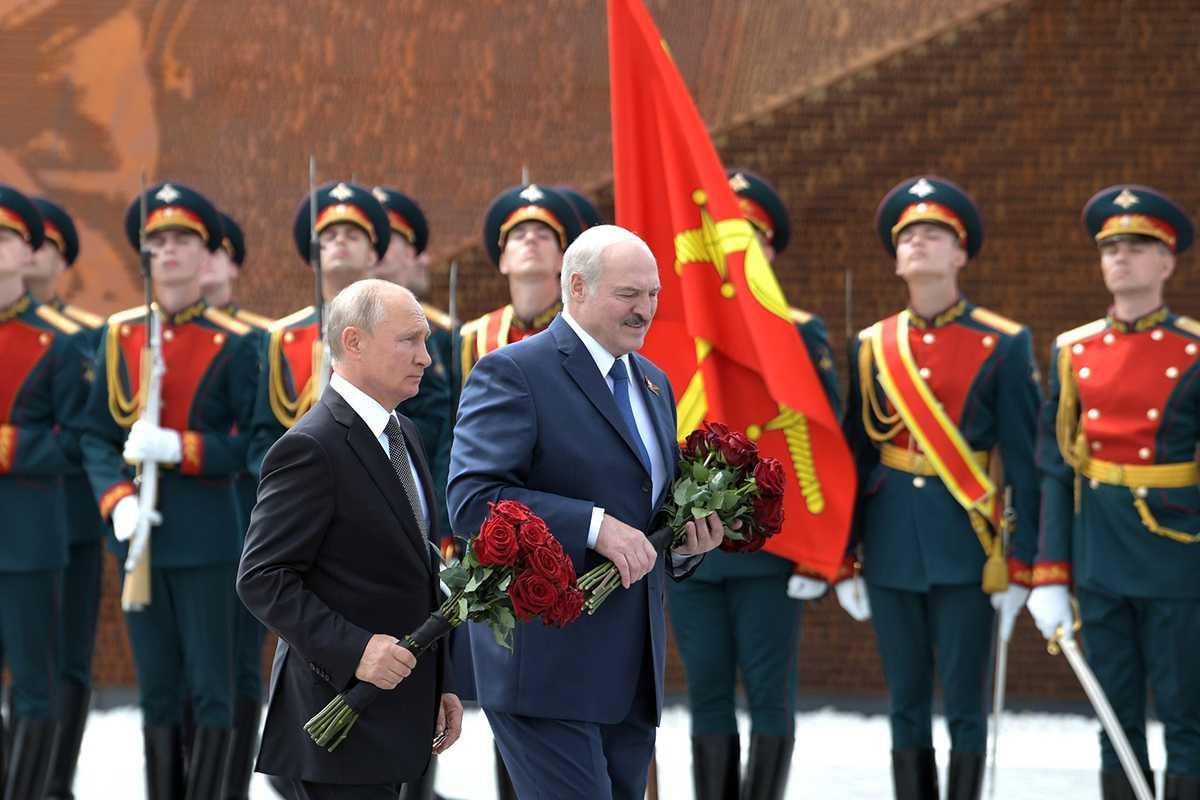 Путин и Лукашенко открыли памятник Советскому солдату под Ржевом
