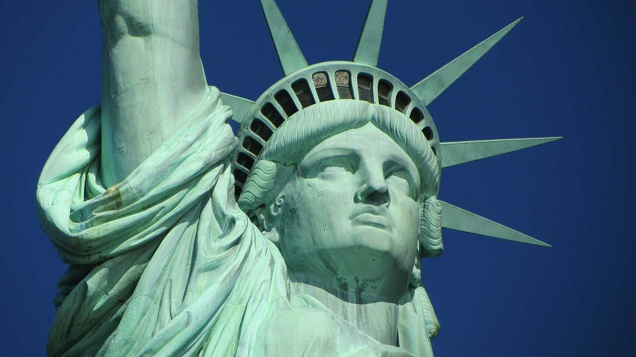День независимости в США завершился беспорядками и осквернением памятника Колумбу