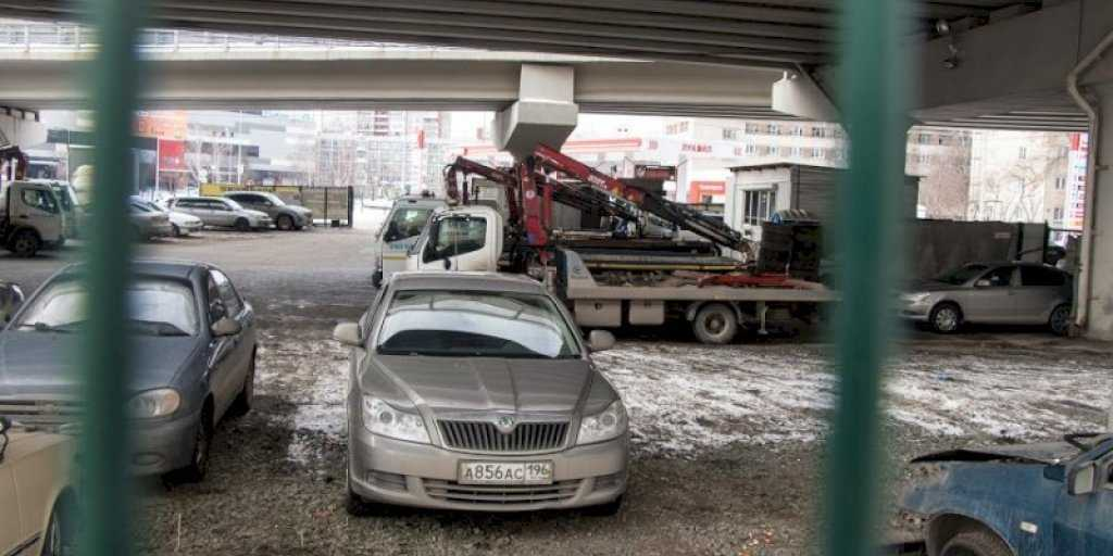 В Екатеринбурге запретят парковку на нескольких улицах в центре и в Пионерском